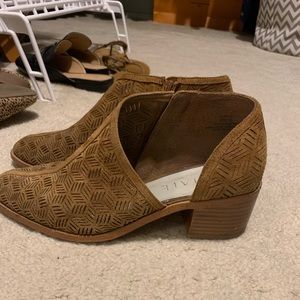 1.STATE perforated cutaway bootie. Great shape!